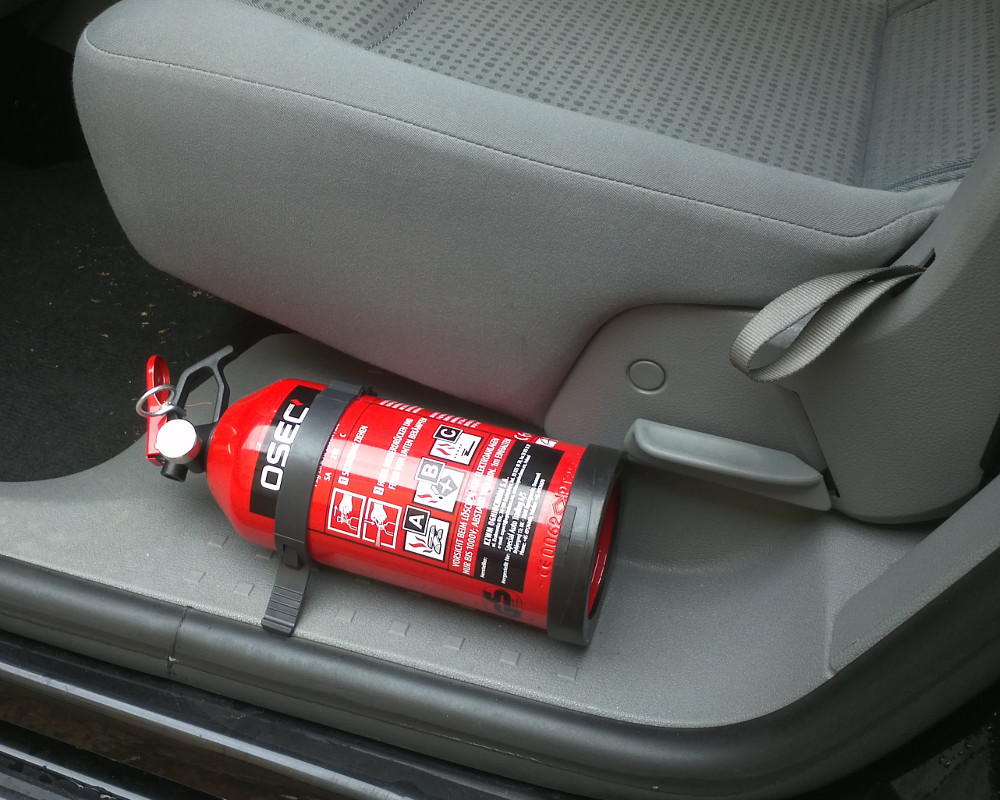 Brandschutz im Auto – kleiner Feuerlöscher, große Wirkung